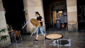 Românii din Catalonia rămân fără petreceri și distracţie. Noile restricții au închis localurile