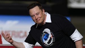 Elon Musk a devenit mai bogat decât Warren Buffett. Ce avere are