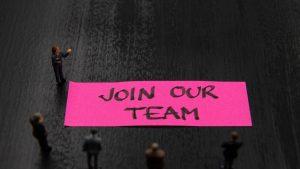 Analiză Financial Times: Domeniile care caută angajați și în pandemie