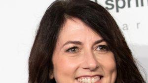 MacKenzie Scott, fosta soție a lui Jeff Bezos, spune că a donat până acum 1,7 miliarde de dolari din averea ei