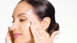 Medicul dermatolog îţi spune cum să ai un ten tânăr fără tratamente estetice