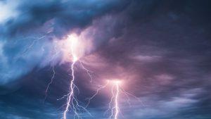 ANM te avertizează: Cod galben de ploi torenţiale, vijelii şi grindină, în 19 judeţe
