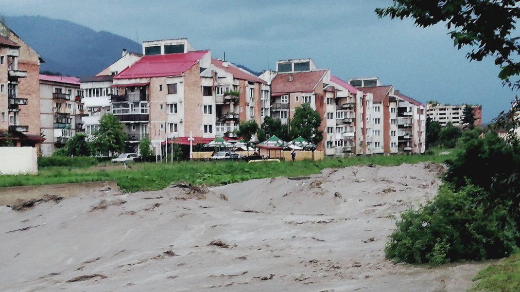 ANM a anunțat cod galben de inundaţii în judeţul Suceava până la miezul nopţii