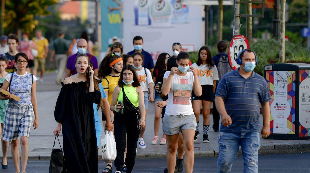 De mâine ești obligat să porți masca de protecție în aer liber în București. Nu doar în Centrul Vechi