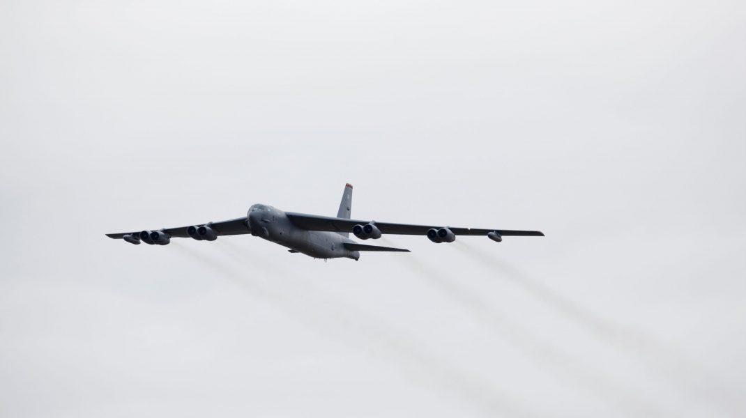 """Două aeronave rusești au interceptat un Air Force B-52 american deasupra Mării Negre. """"Manevre lipsite de profesionalism"""""""