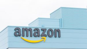 Jeff Bezos face depozite Amazon din mall-urile pustii din America