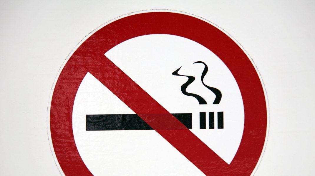 Fumatul pe plajele din Tenerife va fi interzis din 2021