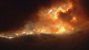 Peste 46 de kilometri de vegetație au ars într-un incendiu mistuitor din sudul Californiei