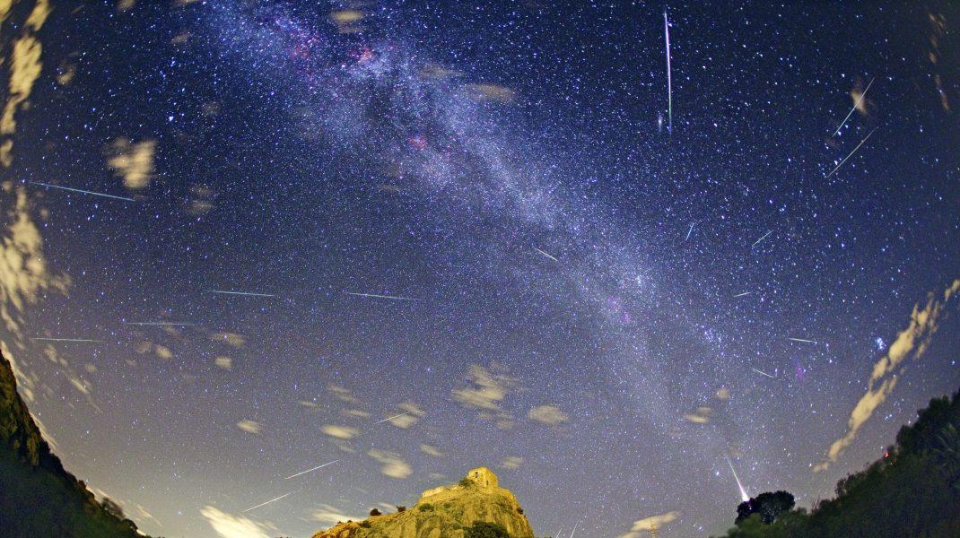 Perseidele: Când poți vedea cel mai spectaculos fenomen astronomic. Până la 100 de stele căzătoare pe oră