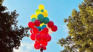 """David Blaine va zbura """"atârnat"""" de baloane în prima cascadorie din ultimii 10 ani"""
