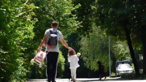 Mamele, mai stresate decât tații în pandemie. Explicația psihologului