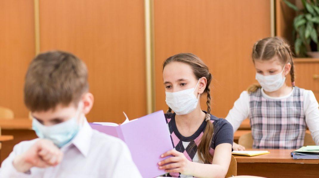 Dacă au mai mult de 11 ani, elevii din Franţa vor fi obligați să poarte masca de protecție la școală