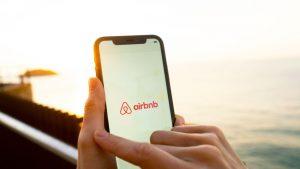 Airbnb interzice petrecerile, de teamă că party-urile se mută din cluburile închise în locaţiile platformei