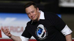 Musk l-a bătut pe Bezos în cursa pentru spaţiu. SpaceX va furniza rachete pentru lansările Pentagonului