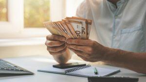 Ești tânăr și nu ai job? Ai putea primi câte 25.000 de euro să îți construiești o afacere: județele eligibile