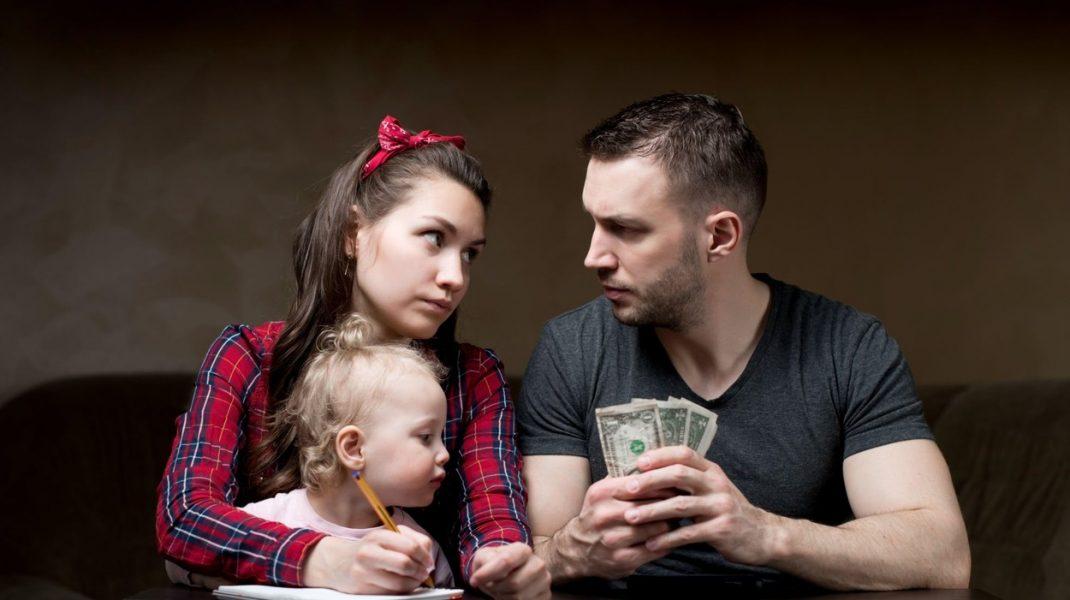 Ce spun părinţii de creşterea cu 20% a alocaţiilor. Părerea unui analist financiar