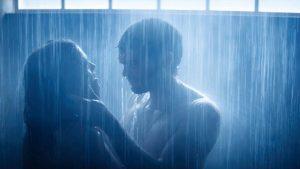 Extra protecție pentru actori. Regizorii, încurajați să elimine scenele de sex pentru a-i proteja de Covid-19