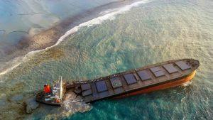 De ce a eșuat nava din Mauritius. Cum au produs marinarii un dezastru ecologic în goana după WiFi