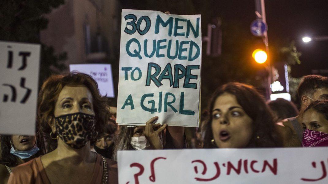 Revoltă în Israel. Violul unei tinere de 16 ani, de către 30 de bărbați, a scos în stradă mii de oameni