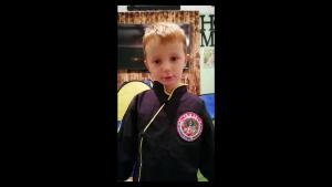 Alexandru are 6 ani și vrea să facă arte marțiale la sală, nu pe Zoom. Mesajul transmis guvernanților