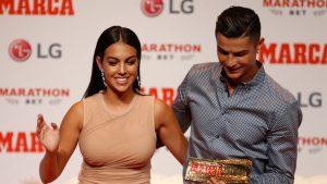 Cristiano Ronaldo a cerut-o în căsătorie pe iubita lui cu un inel de 675.000 de euro
