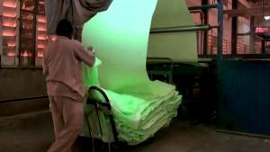 O creatoare de modă din Canada a inventat o ţesătură care absoarbe dioxidul de carbon