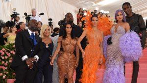 Kim Kardashian și Vulpița și-au dat demisia în aceeași zi. Kim a produs bani, iar Vulpița amenzi