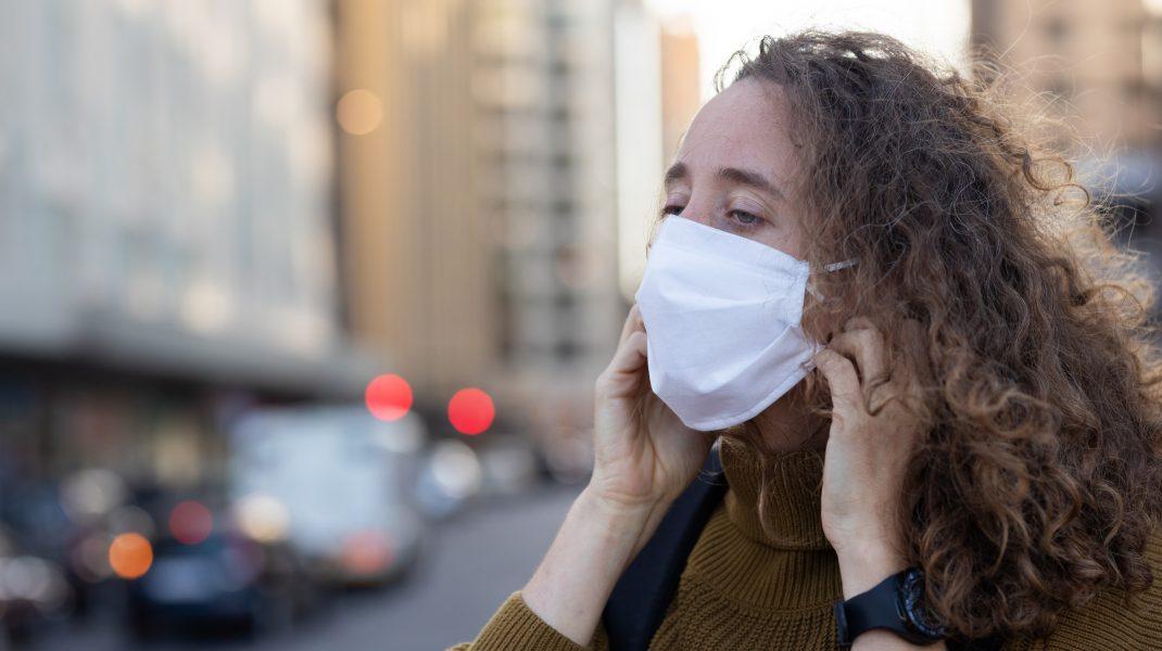 Studiu: Masca de protecție ne poate face imuni în fața coronavirusului