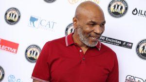 VIDEO Meci de box între Mike Tyson și antrenorul lui. Tyson aproape îl pune la pământ