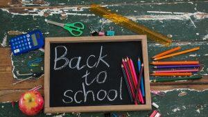 Anul școlar 2020: Lista de cumpărături pentru un elev de clasa a V-a și valoarea rechizitelor de bază