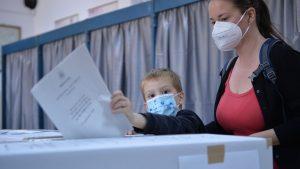 De la vot la aeroport. Alegătorii s-au grăbit să pună ștampila înainte de a pleca în vacanță
