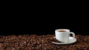 Cafeaua poate fi benefică pentru pacienții cu cancer colorectal. Explicația unui medic oncolog