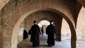 Covid-19 a ajuns chiar și la Muntele Athos. Mai mulți călugări au fost depistați pozitiv