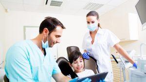 Problemele dinților de lapte influențează dantura permanentă. Explicația unui stomatolog