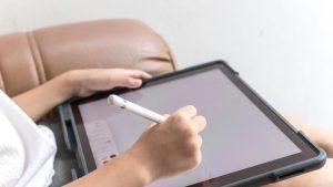 De la stilou la touchscreen. Începutul anului școlar a dublat vânzările la tablete