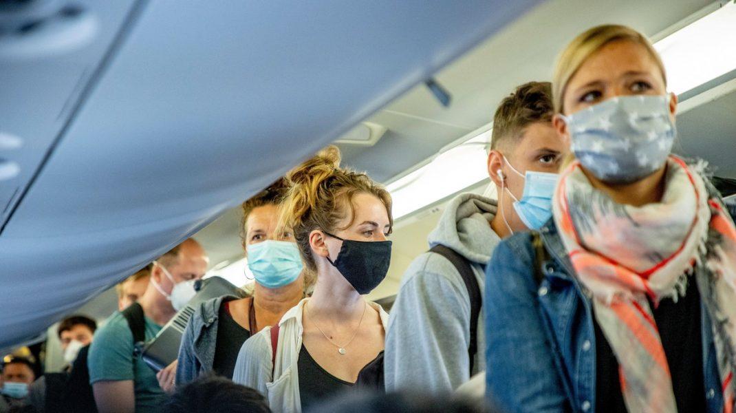 Cât de mare e riscul să iei COVID la bordul unui avion