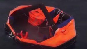 Un filipinez a fost salvat de japonezi din valurile Mării Chinei de Est după 2 zile în derivă