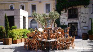 Țara care va închide restaurantele și barurile din mai multe regiuni