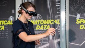 Realitatea virtuală, ajutor pentru medici: cine a făcut cursurile știe să opereze de la distanță de 3 ori mai bine decât înainte