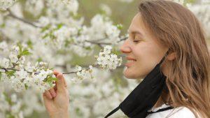 Studiu COVID-19: Pierderea mirosului nu mai este motiv de îngrijorare. Ce spun cercetătorii