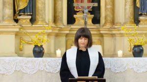 Povestea uneia dintre puținele femei-preot din România