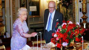 Din culisele bucătăriei regale. Uite ce mănâncă Regina Elisabeta într-o zi și care e alimentul ei preferat