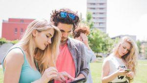 Aproape patru miliarde de oameni sunt online. Câți români au conturi pe rețele de socializare