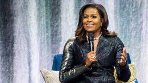Michelle Obama și-a lansat prima colecție de articole personalizate. La ce preț le vinde