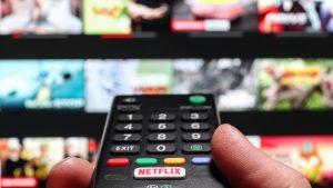 Poți să vezi gratis 10 filme și seriale pe Netflix