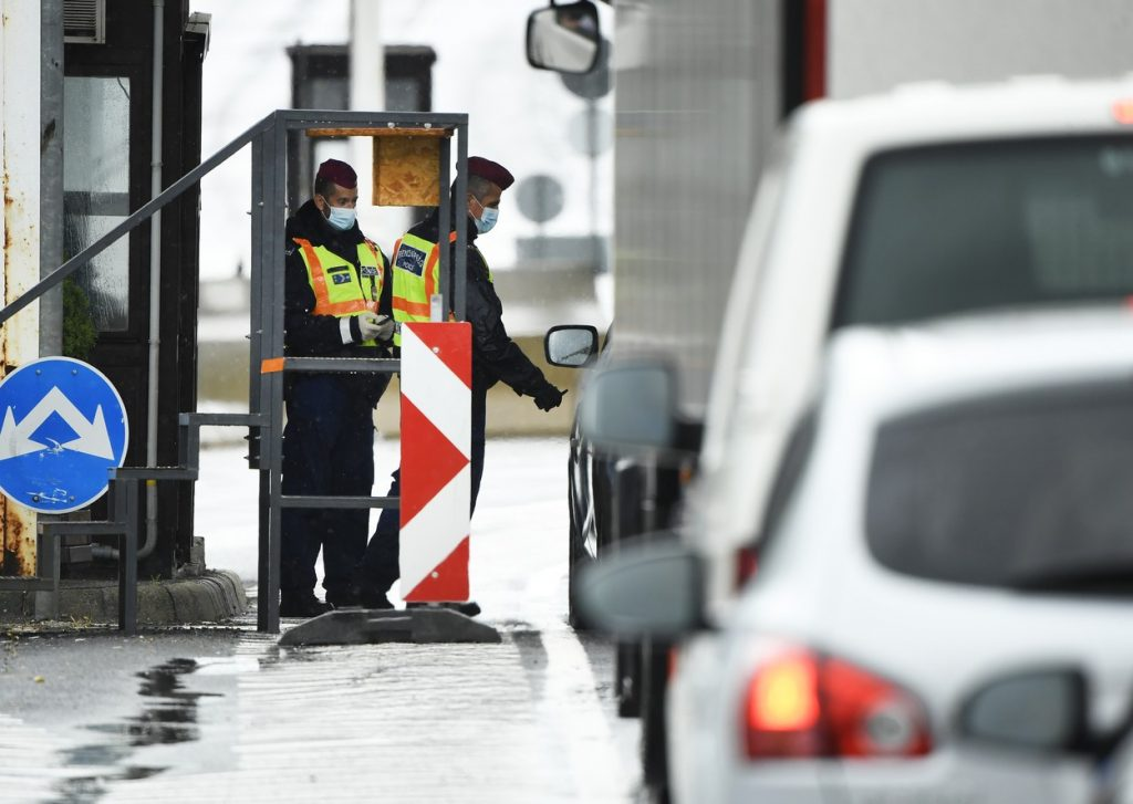 Ungaria a închis granițele, dar totuși o poți tranzita