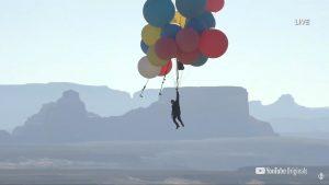 VIDEO David Blaine a zburat cu ajutorul a 52 de baloane umplute cu heliu