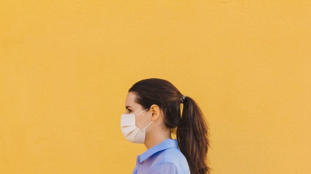 Nu te panica dacă simți că nu ai aer. Purtarea măștii nu îți influențează respirația, spun specialiștii