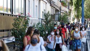 Spania e îngenuncheată din nou de Covid. Noi restricții pentru baruri și restaurante la Madrid