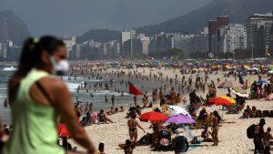 Brazilienii fac în ciudă virusului. Sătui să stea în casă, au umplut plajele